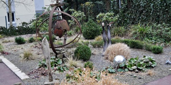 Kulturgarten mit Skulpturen und Kies